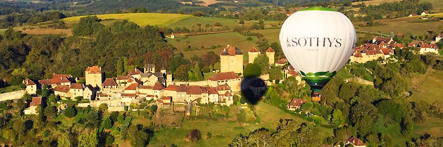 Survol de Curemonte par une montgolfière