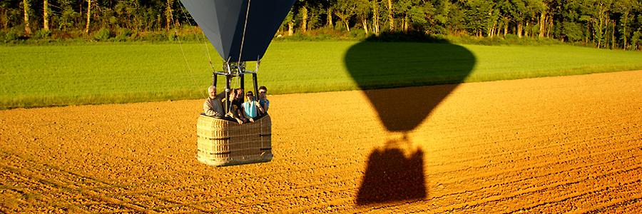Ombre de la nacelle de la montgolfière